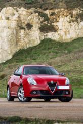Радиаторная решетка Alfa Romeo Giulietta напоминает клюв