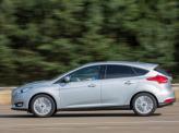 Большой угол наклона лобового стекла делает профиль Ford более динамичным