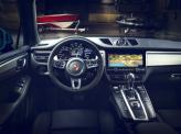 Центральное место на панели приборов Porsche занимает тахометр