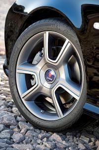 18-дюймовые диски напоминают колеса Saab 900 Turbo