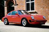 У Лорена 1979 Porsche Turbo весь черный, затемнены даже колеса. Салон Porsche также черный, как полночь