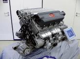 """Двигатель Bugatti Veyron объемом 8 л и мощностью 987 л. с. (эквивалентно 1001 немецкой лошадиной силе, но рекламируется везде """"1001 л. с."""") позволил развить скорость в 408,47 км/ч"""