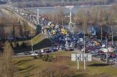 Постоянно возрастающая автотранспортная нагрузка на мосты приводит к их быстрому износу, а также становится причиной ежеутренних и ежевечерних ужасающих заторов