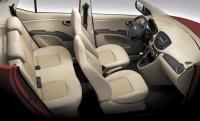 Салон Hyundai i10 довольно широкий внутри, поэтому на задних сиденьях спокойно помещаются трое взрослых пассажиров