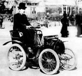 Скопив денег, Луи приобретает автомобиль фирмы De Dion-Bouton, который полностью перестраивает, создав тем самым свое первое творение, которое назвал Voiturette
