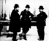 Слева направо: Марсель, Луи и Фернанд Рено – в 1899 году они регистрируют компанию Renault Freres, в которой старшие братья берут на себя менеджмент и коммерческие заботы