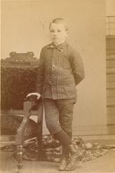 С самого раннего детства Джон был старше не только по возрасту, но и в любом деле, из-за чего Горас ужасно переживал, что его постоянно сравнивают со старшим братомa