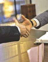 Для того щоб стати учасником страхових відносин (страхувальником), необхідно укласти відповідний договір із страховою компанією (страховиком)