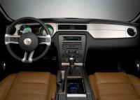 Цвет подсветки приборов изменяется, она может быть и зеленой, как у первых Mustang