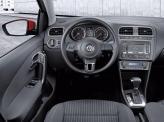 Центральная консоль слегка повернута к водителю