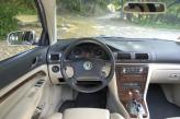 Салон решен в стиле Volkswagen Passat прошлого поколения. Двухцветная отделка гармонирует с деревянными вставками. Качество материалов на высоте