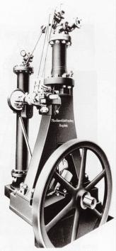 Самый первый из нескольких опытных образцов двигателя Дизеля, в котором проявились недочеты, которые изобретатель никак не мог предусмотреть при теоретических исследованиях