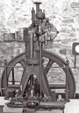 В 1896 году Рудольф Дизель  с гордостью представляет готовый экземпляр своего работоспособного двигателя мощностью 20 л. с., который сегодня экспонируется  в Машиностроительном музее  в городе Аугсбург