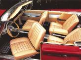 Четырехместный салон 300F достаточно комфортный и просторный, передние сиденья поворачиваются к двери, облегчая высадку и посадку