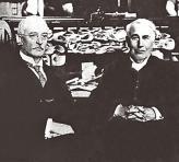 Рудольф Дизель получил известность на весь мир, став на один уровень  с известнейшими людьми начала  ХХ века (на фото – вместе с Томасом Эдисоном)