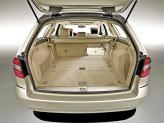 Со сложенными задними сиденьями объем багажника достигает 1950 л