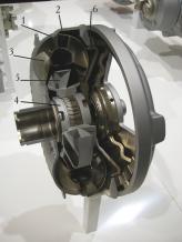 1 – корпус, 2 – турбинное колесо, 3 – насосное колесо, 4 – муфта свободного хода, 5 – реактор, 6 – фрикцион блокировки