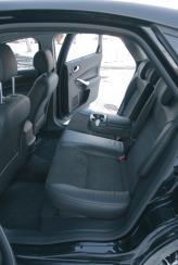 Задние сиденья по простору сравнимы с автомобилями бизнес-класса