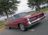 Ближе к концу десятилетия автомобили приобретают большие плоскости в своем дизайне (Pontiac Catalina)