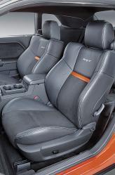 Передние сиденья с ярко выраженной боковой поддержкой