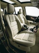 Базовая комплектация включает электропривод передних сидений