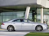 Версия AMG щеголяет 19-дюймовыми колесами