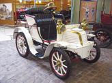 На Type 36 1901 года Арман Пежо перенес двигатель вперед и спрятал под капотом, установил рулевое управление, и теперь автомобили Peugeot стали немного напоминать современные
