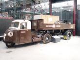 В середине прошлого века на дорогах можно было встретить даже 3-колесный грузовик с полуприцепом – Scammell Scarab