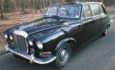 В королевском гараже три Daimler DS420 Limousine. Все они окрашены в темно-синий цвет