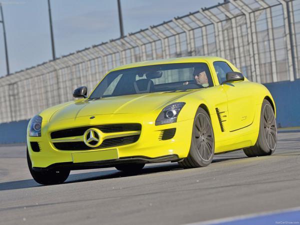 Mercedes-Benz SLS AMG оснастят электромотором
