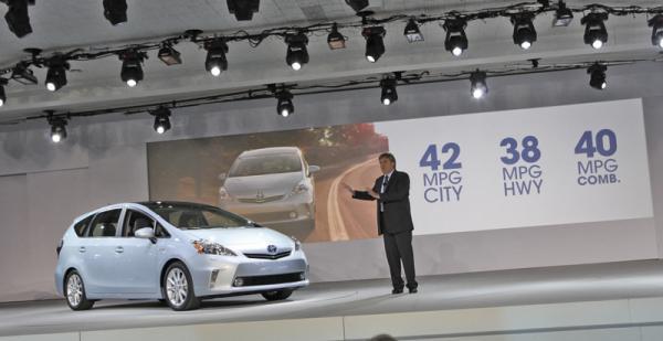 Детройтский автосалон - 2011: Toyota Prius V, Toyota Prius C