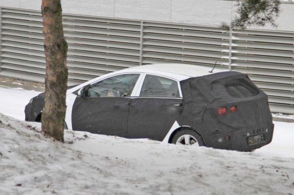 Hyundai покажет обновленный i30 в 2012 году