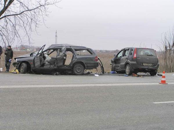 В Киевской области произошло столкновение двух Ford: один погибший, пять человек травмированы