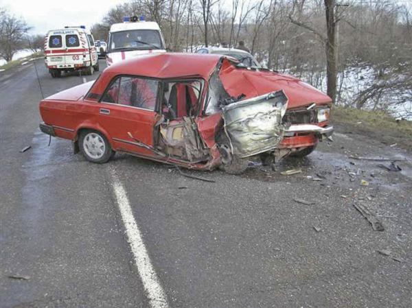 В Днепропетровской области в результате столкновения двух автомобилей погиб человек и четверо получили телесные повреждения