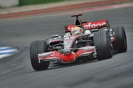 F1: Льюис Хэмильтон захватывает лидерство