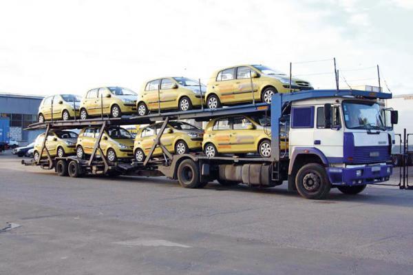 В прошлом году в Россию ввезли 700 тысяч легковых автомобилей