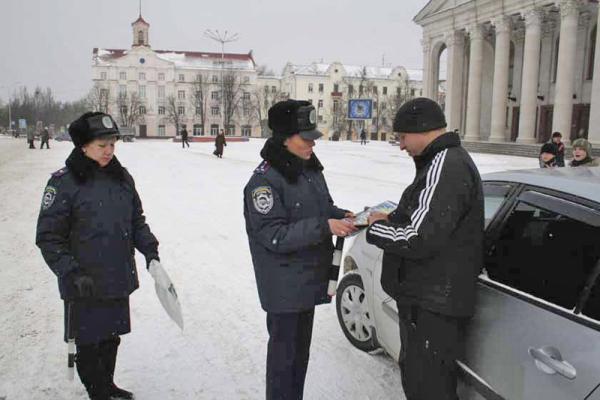 В День защитника отечества черниговских водителей приветствовали женщины-офицеры