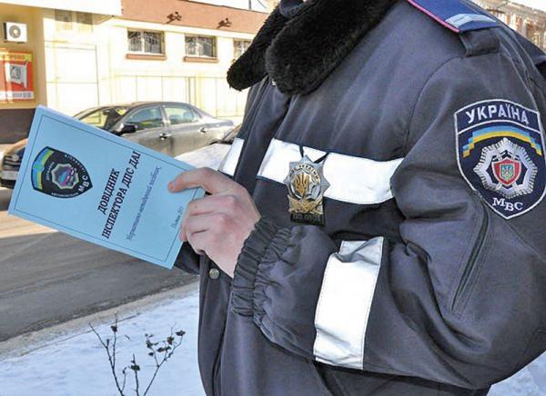 """Инспекторам ГАИ раздали """"правила поведения"""" на дорогах"""