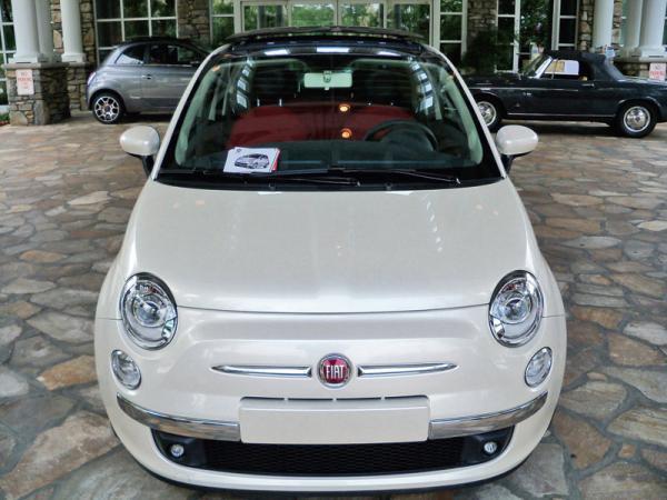 начал поставки автомобилей Fiat 500 на американский рынок начал продажи на американском рынке