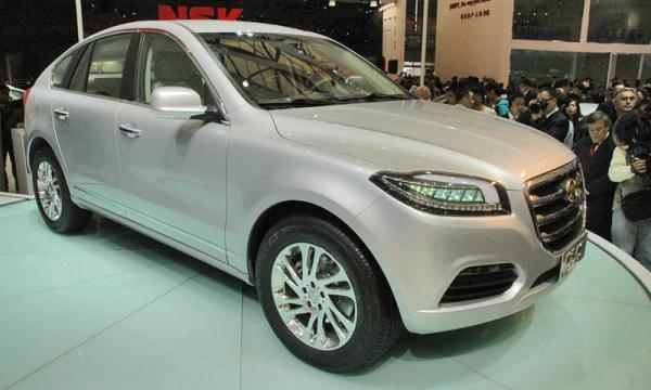 Вседорожник оснастят 2,0-литровым турбодизельным двигателем или 3,0-литровым бензиновым двигателем, которые будут работать в паре с шестиступенчатой автоматической коробкой передач.