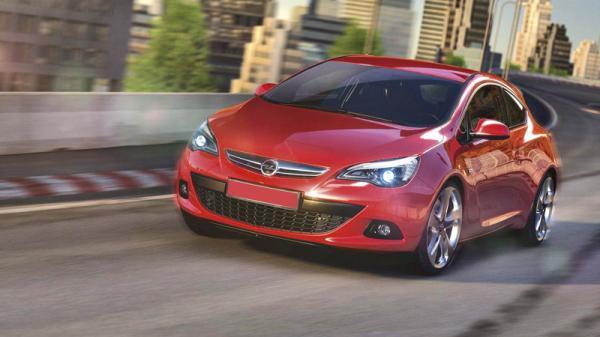 Трехдверный Opel Astra выглядит более динамично, чем пятидверный