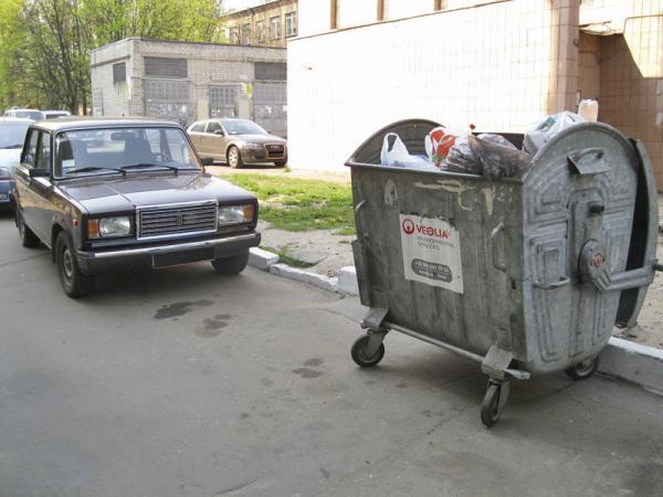 Запрещена стоянка возле мусорных контейнеров