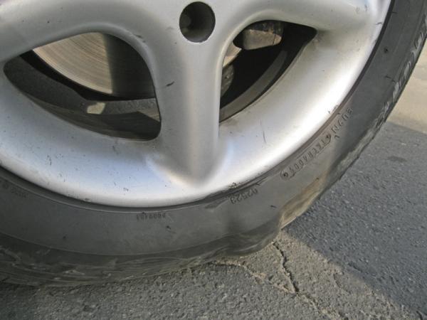 Производители шин тормозят выпуск автомобилей