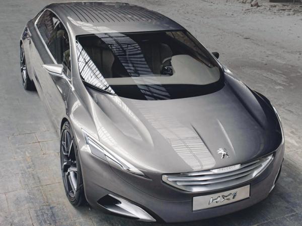 Раскосые фары и узкая решетка радиатора - черты нового стиля Peugeot