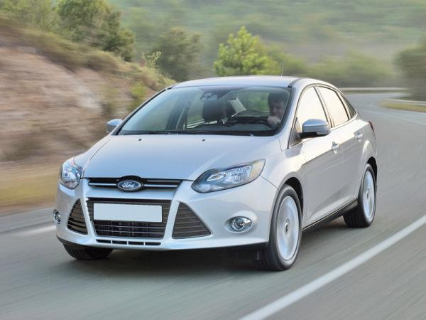 Chevrolet Cruze, Ford Focus и Hyundai Elantra: соревнование седанов С-класса