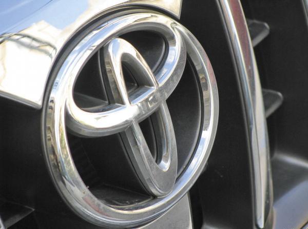 Компания Toyota выпустит автомобили с силовой установкой на водородных ячейках