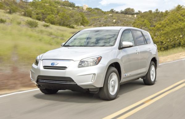 Toyota RAV4 EV: вседорожник, который не обидит природу