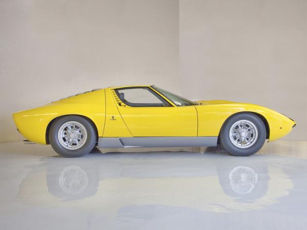 Lamborghini Miura: прародитель современных спорткупе