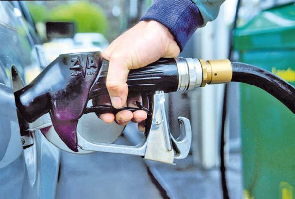 Стоимость бензина взяла курс на снижение