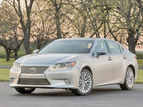 На рынок вышел новый Lexus ES